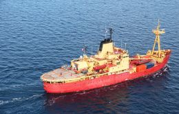 "Chile's current icebreaker ""Almirante Oscar Viel"" is coming to the end of its service life. Built in 1969 it belonged to the Canadian Navy"