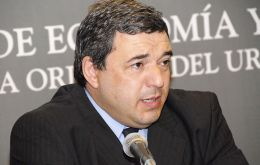 Economy Minister Mario Bergara finds it hard to bring down inflation.