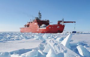'Aurora Australis' icebreaker and a team of scientists and technicians from the Australian Antarctic Division and other bodies managed to get close to Totten