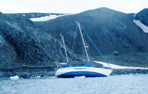 The yacht, Polonus, which was due to arrive at Grytviken on January 4th, sank off King George Island on December 23rd.