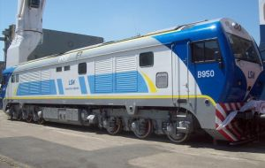 China is helping to rebuild Argentine cargo train lines with a 2 billion dollars credit. Some of the first coaches are already functioning in Buenos Aires