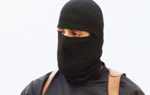 It has been confirmed that the black-clad militant brandishing a knife and speaking with an English accent shown in videos is British militant Emwazi