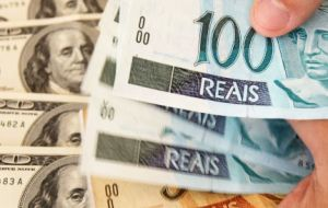 The US dollar hit 3 Real, and later eased but in the streets it was selling at 3.30 Reais, while the stock market fell 1.6%