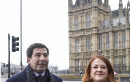 AFIP chief Ricardo Echegaray and the Argentine ambassador Alicia Castro outside Parliament