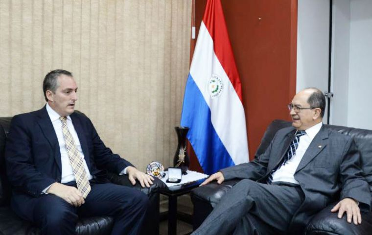 Uruguayan ambassador Perazza met with Paraguay's deputy foreign minister Rigoberto Gauto to discuss Mercosur and integration