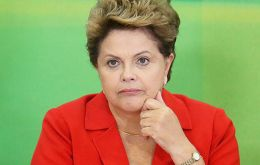 The MDA poll showed that 59.7% favor Rousseff's impeachment, and 68.9% believe she is responsible for the corruption involving a massive kickback scheme at Petrobras.
