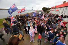 Per mostrare al Mondo la Loro preferenza, Gli Islanders Falkland Tenuto referendum delle Nazioni Unite nel marzo 2013. L'affluenza alle urne has been del 92%, con il 99,8% del voto di rimanere venire BOT ONU