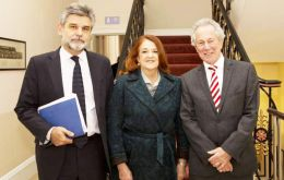 Filmus, with Ambassador Alicia Castro and former UK ambassador in Argentina, John Hughes at Canning House