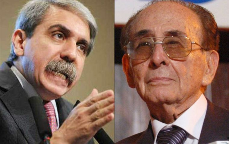 Justice Fayt's evaluation was requested by cabinet chief Anibal Fernandez (L) who has questioned the judge's capability to work in Argentina's top court