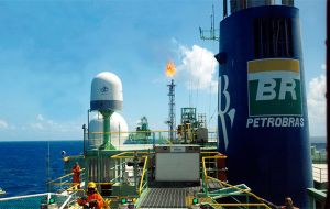The 800Mbbl/d output was reached just eight years after first oil was discovered in the pre-salt layer in 2006, Petrobras said.