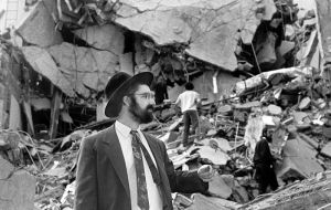 In the July 1994 attack on the Jewish organization AMIA, 85 people were killed, 300 injured, and the case remains unresolved despite several investigations