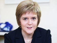 Sturgeon propone che le quattro nazioni del Regno Unito: Inghilterra, Scozia, Galles e Nord Irlanda-, dovrebbero lasciare l'Unione europea solo se tutti sono d'accordo a farlo.