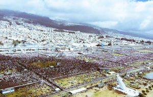 The pope addressed over 900,000 faithful who braved the cold and rain to hear his homily in Bicentennial Park, Quito