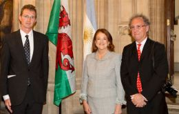 From left to right: David T. C. Davies MP, Argentine Ambassador Alicia Castro, and photographer Marcos Zimmermann