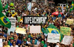 The number of respondents who favor Rousseff's impeachment over a massive kickback scandal at Petrobras has risen to 62.8% from 59.7% four months ago.