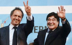 Daniel Scioli and Carlos Zannini have a solid lead of 18 points over its main competitor: PRO party with hopefuls Mauricio Macri and Gabriela Michetti