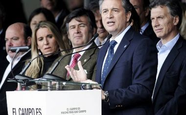 """In a few days, democracy will be putting into the hands of all Argentines a powerful tool, a weapon loaded with future,"" said Etchevehere next to Macri"