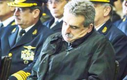 Minister Rossi caught taking a nap during the 103rd anniversary celebration of the Argentine Air Force