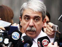 """""""Con il suo tono basso ma forte voce ha chiesto solo per il Regno Unito e l'Argentina per sedersi al dialogo"""", ha detto il capo gabinetto Anibal Fernandez"""