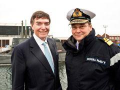 Ministro Phillip Dunne con il Vice Ammiraglio Simon Lister
