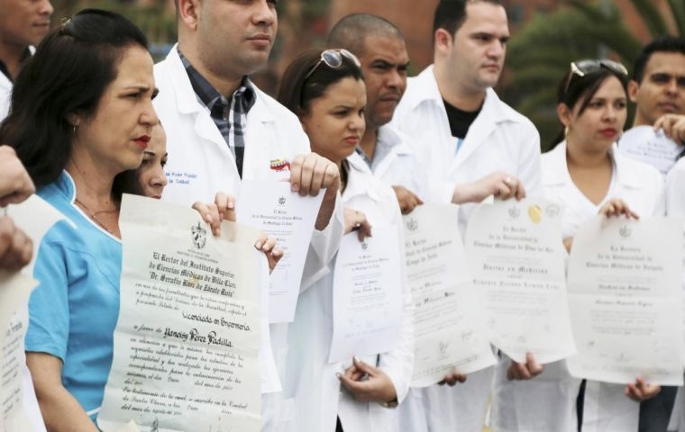 Brandishing their diplomas, the Cuban health professionals congregated in a plaza in Kennedy, a working-class neighborhood built in the 1960s