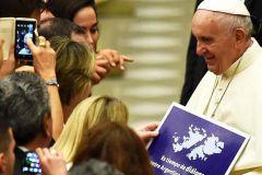 """Hoyo ha Pubblicamente Ammesso Che when il Papa Passava, """"ho spiegato cosa si trattasse e lui gentilmente Preso il cartello e ha ottenuto la foto scattata"""""""