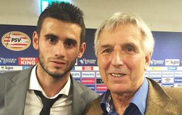 Dutch Champions PSV persuaded 20-year old Pereiro to sign a 5-year contract last July. In the picture with Patrick Watts
