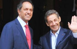 """I met with Nicholas Sarkozy who said he was willing to help bring sides together regarding the Argentine claim over the Falklands"", wrote Scioli"