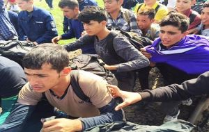 Several hundred migrants broke through police lines at Roszke, on Hungary's southern border with Serbia, local media reported.