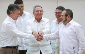 President Santos and Timochenko greeted each other with a handshake. Cuban President Raul Castro, who hosted the meeting, joined his hands to theirs.