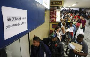 According to the statistics, unemployment has grown steadily throughout Brazil since November of last year, when it reached 6.5%.