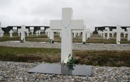 "The Argentine cemetery in Darwin holds 123 graves marked ""An Argentine soldier known only by God"""
