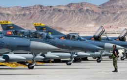 In 2013, the Argentine Air Force began negotiations with Israel for 18 Kfir Block 60 fighters as an alternative to another deal for surplus Spanish Mirage