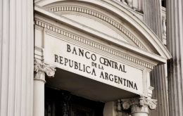 Banks argue the Argentine central bank reserves are at rock-bottom and the tendency is to continue. Likewise inflation is estimated at 28%