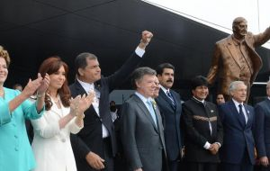 Castro spoke of a revolutionary change and mentioned some leaders: Nestor and Cristina Kirchner; Lula; Dilma; Hugo Chavez; Morales, Correa, Bachelet