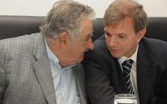 Bauza comunque dovuto lasciare AUF sotto forte pressione da allora presidente Mujica in materia di diritti televisivi in Uruguay a un imprenditore locale
