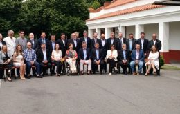 A family picture of Macri, vice-president Michetti, a few cabinet members and the provincial governors at the Olivos presidential residence