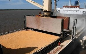 Argentina has also sealed a deal with grains exporters to liquidate US$400 million of produce per day over the next few weeks, Prat-Gay said.