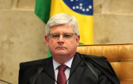 "Attorney General Rodrigo Janot presented the Supreme Court a written request with ""11 facts that prove Cunha uses his mandate"" to delay investigations"