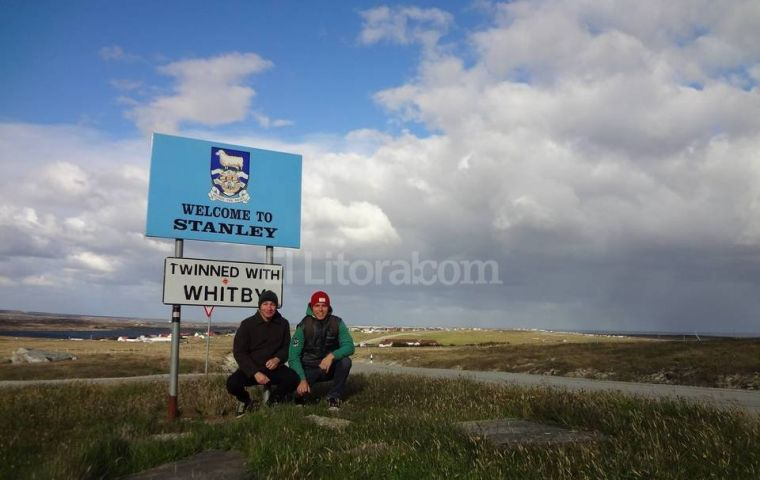 """There are few children and the fertility rate is low"" says Gustavo Peretti, head of UNL's Geography Department  who travelled to Falklands with Mariano Varisco."