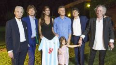 La foto ufficiale della band con Macri, Juliana e la figlia Antonia a loro casa di campagna