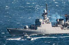 La corvetta spagnola Infanta Elena anche navigato vicino a Gibilterra il Mercoledì con le armi scoperte