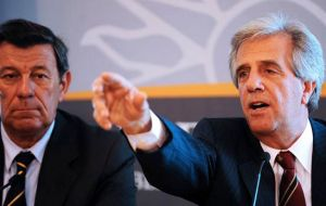 President Vazquez (R) and foreign minister Nin Novoa are expected to lead the Mercosur negotiating team to Brussels next April