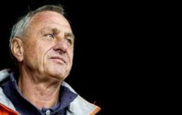 Cruyff had revealed in October 2015 that he had lung cancer. He was a heavy smoker until undergoing heart surgery in 1991.