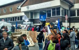 The provincial Government House in Ushuaia remains occupied by protesting unions and no staff is allowed in