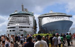 Navigator of the Seas sailed into Port Zante with 3,807 visitors, while Costa Favalosa, transported 3,780 passengers from Guadeloupe
