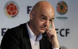 Panama Papers show that Infantino's signature appeared on the 2006 contract with Cross Trading, owned by Hugo Jinkis, an offshore company registered in Niue.