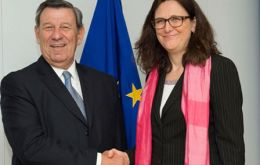 Negotiators, for EU Trade Commissioner Cecilia Malmström and for Mercosur, Uruguay's foreign minister Rodolfo Nin Novoa, made the exchange in Brussels