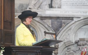 The Honourable Alexandra Shackleton reads from Shackleton's Boat Journery at the Nave Pulpit