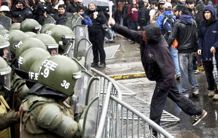 Police in the capital Santiago reported that 117 people were arrested and 32 officers injured on Thursday.